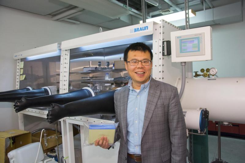 Yan Wang in his lab.