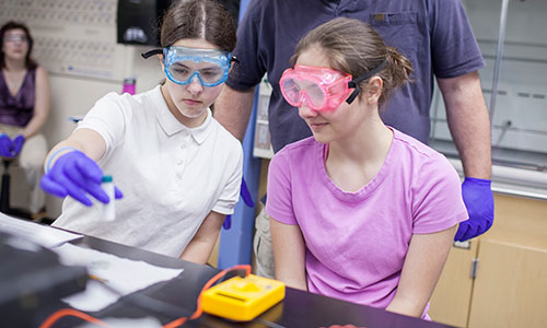 Teen girls in lab at TouchTomorrow