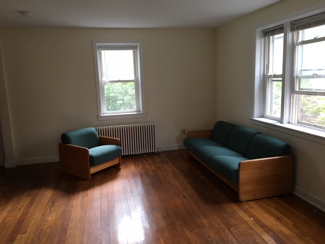 Salisbury Estates living room
