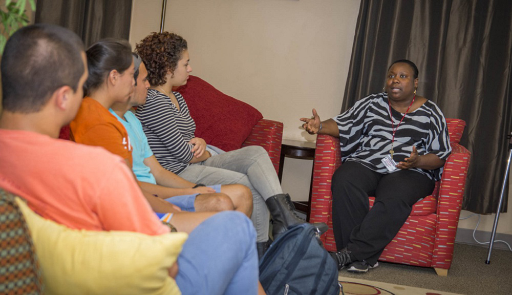 Charlana Simmons (right) in discussion with students at the Office of Multicultural Affairs.