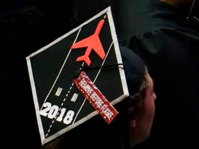 a graduate's cap