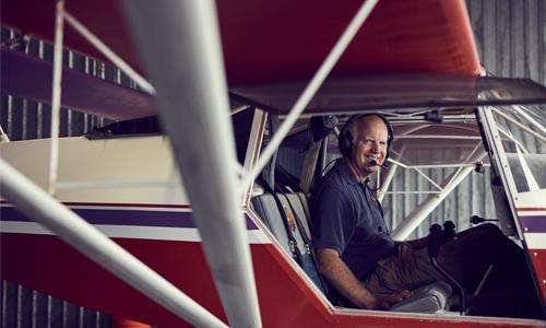 Finn Arnold in airplane