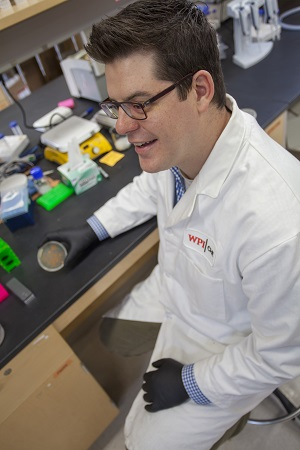 WPI's Eric Young will work with UMass Lowell partner Dongming Xie to engineer lipid-related products for use in fields such as nutrition, health, pharmaceuticals, and cosmetics. alt