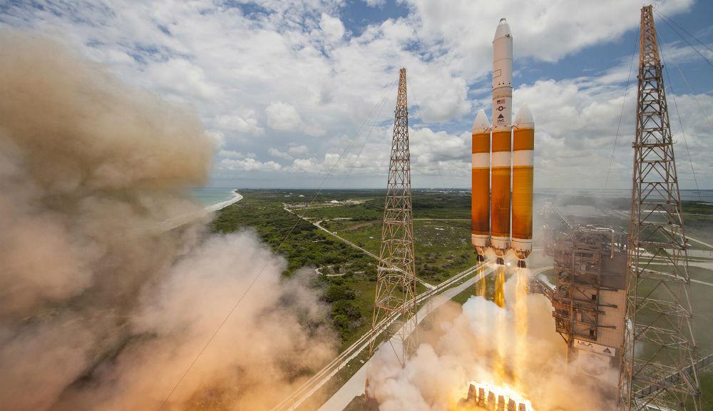 Delta IV-Heavy rocket Launching