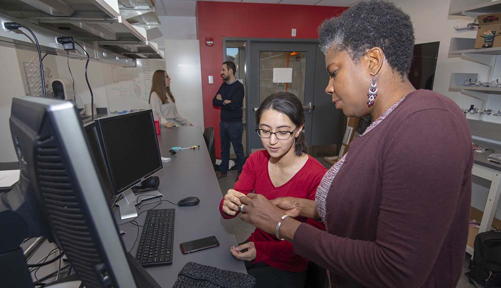 Suzanne Weekes assists a student in the lab.