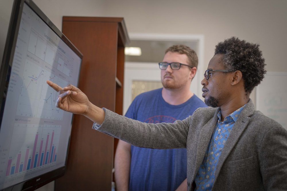 WPI's MS in Business Analytics will prepare students to analyze and use data to inform business leaders how to make the best decisions.  alt