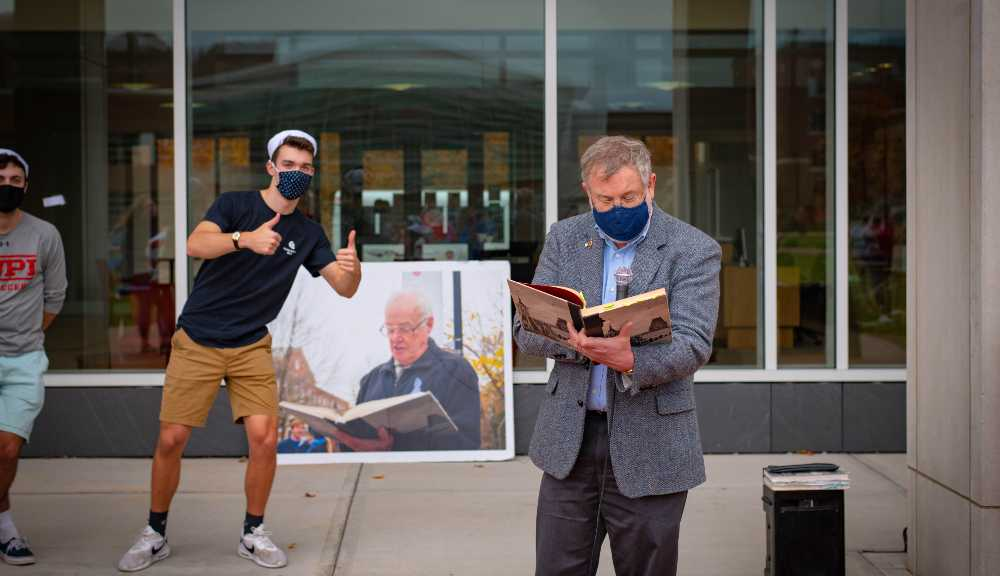 A student flashes two thumbs up while professor Steve Kmiotek reads during the 2020 Founders Day celebration.