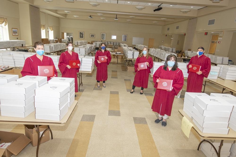 Assembling graduation boxes