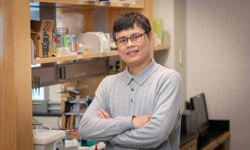 Kun-Ta Wu smiles in the lab.