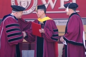 Ma receives the Chairman's Prize from WPI President Dennis Berkey, left, and Board Chair Stephen Rubin