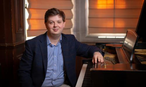 David Ibbett, adjunct teaching professor of Arts & Sciences alt