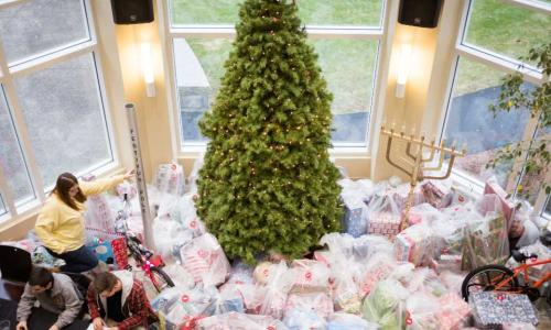 An aerial photo of the Giving Tree in years past in the Rubin Campus Center. alt